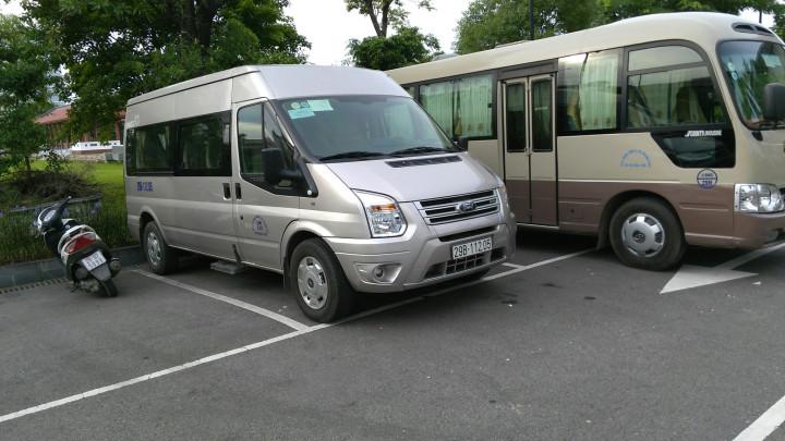 Xe du lịch Ford Transit (16 chỗ)